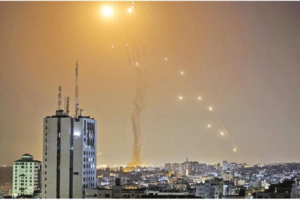 أبو عـبــ يـدة: نوجه الآن ضربة صاروخية كبيرة إلى تل أبيب في هذه اللحظات