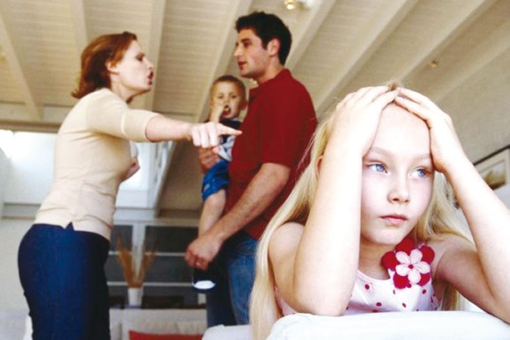 ابنتي متعبة بسبب زوجة أبيها  ..  كيف أنقذها ؟