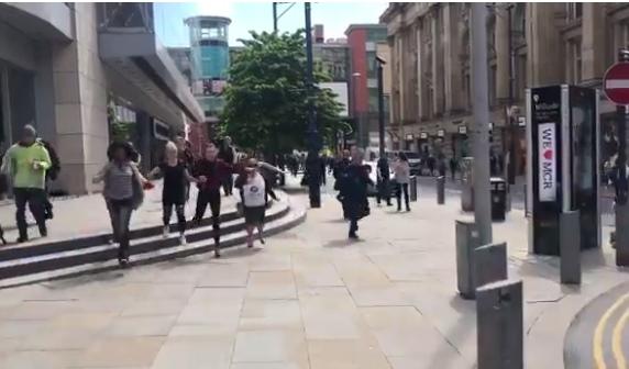 بالصور.. اخلاء مركز تجاري في مانشستر بعد سماع دوي انفجار