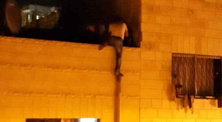 جرش: عشريني يرفض القبض عليه من قبل الأمن يهدد بالانتحار