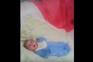 بالفيديو ... طفل عمره شهرين يرقص على اغنية بشرة خير !