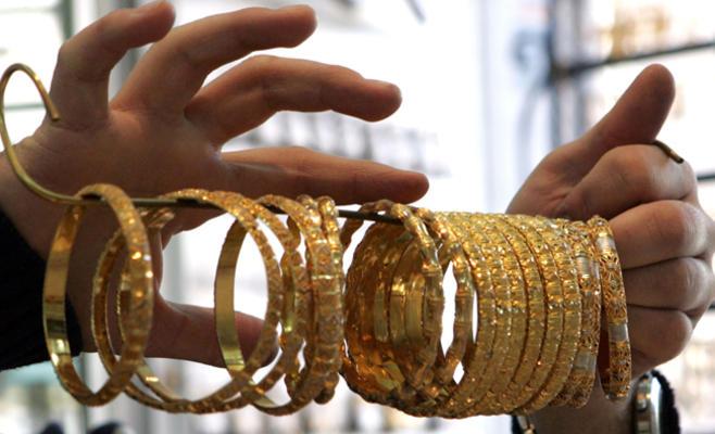 الذهب في السوق المحلية يرتفع دينارا