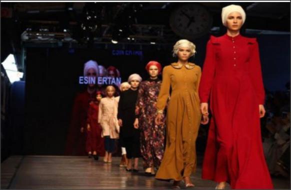 عرض أزياء في السعودية يُطيح بمستشار