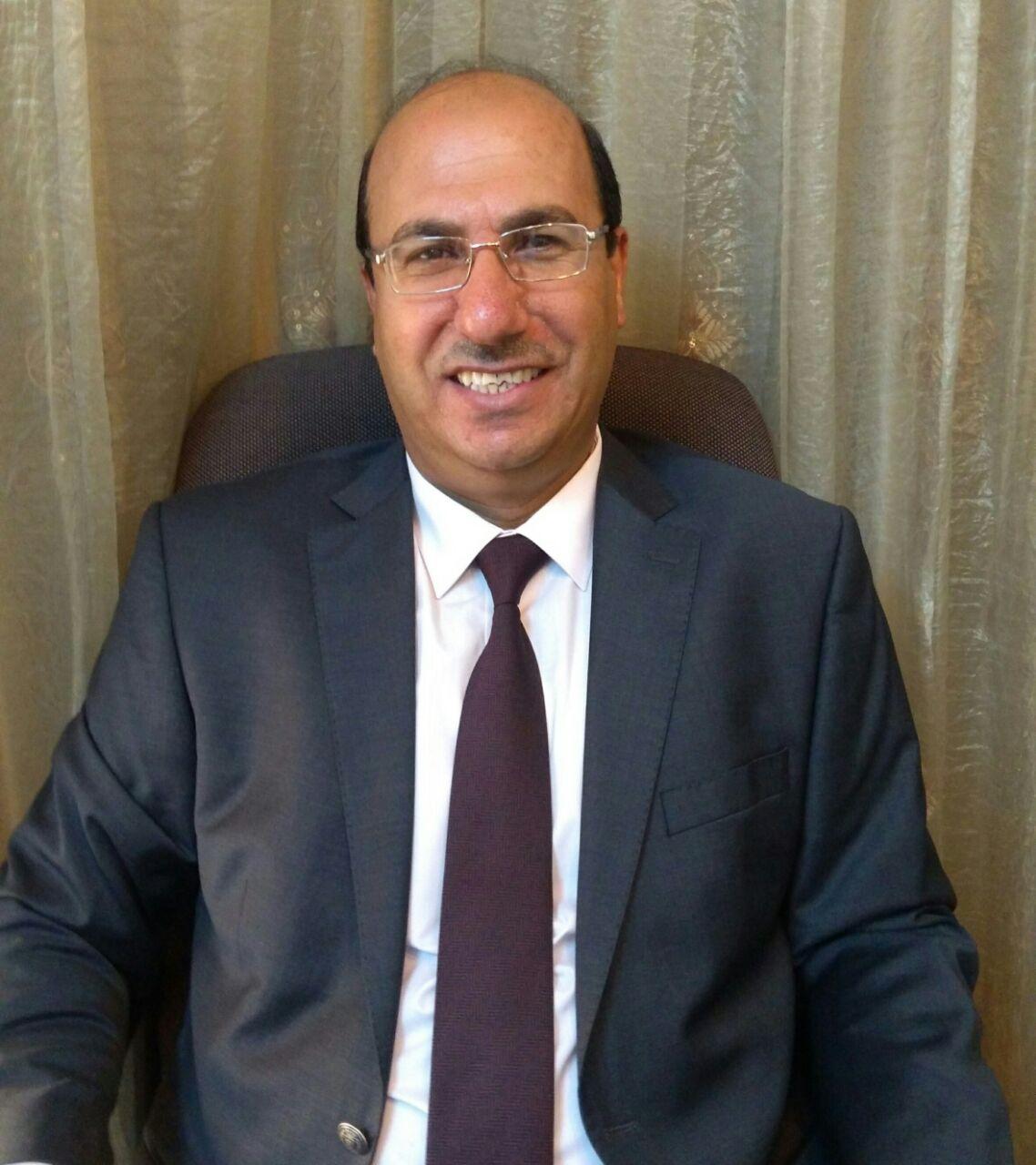 الدكتور عيسى العزام مبارك الترقية