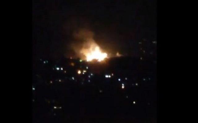 أنباء عن تصدي الدفاعات الجوية السورية لصاروخ وتدميره في سماء مصياف