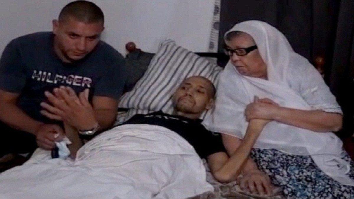 قصة الشاب محمد زيات تثير الحزن في الجزائر  ..  حقق أمنيته الأخيرة في رؤية أمه