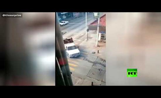 بالفيديو : مواجهات عنيفة بين عناصر الأمن وعصابات مسلحة في المكسيك