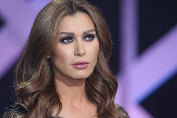 نادين الراسي: مهددة بالقتل والتشويه وفكرت بالانتحار مرتين