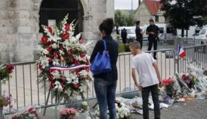 دعوة مسلمي فرنسا للتوجه الى الكنائس الاحد