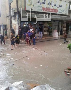 بالصور مياه الامطار تغرق شوارع مخيم البقعة