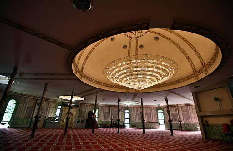 قصة المصلي الذي ضرب الإمام ..  في أول حادثة بالإسلام