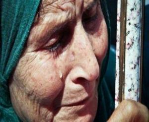 وفاة السيدة التي طردها ابنها من منزلها وما قالته بالدقيقة الاخيرة كان مؤلما!