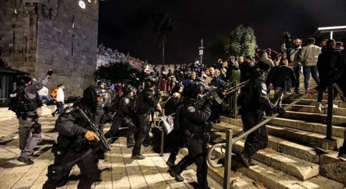 إصابات واعتقالات في مواجهات بباب العامود