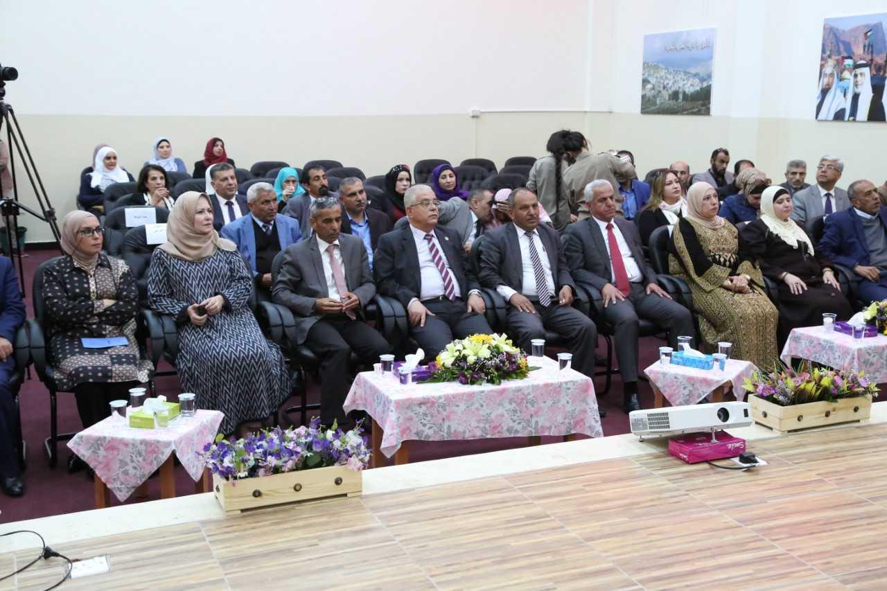 """رئيس جامعة الزيتونة الأردنية يفتتح مسرح """"الزيتونة"""" في مدرسة الأميرة ثروت"""