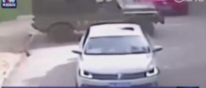 بالفيديو . .نمر رصدته الكاميرات يفترس امرأة قرب سور الصين العظيم