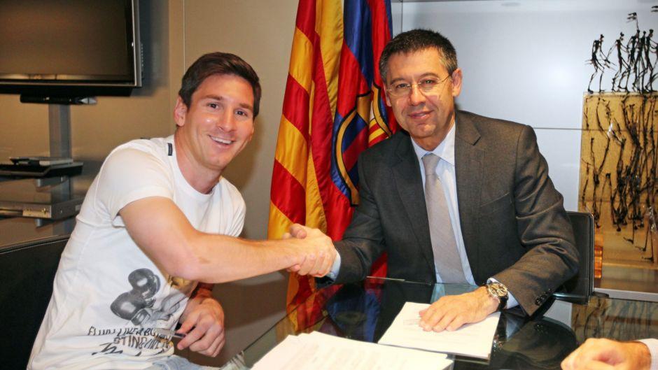 إذاعة إسبانية:ميسي يوافق على عقد جديد مع برشلونة