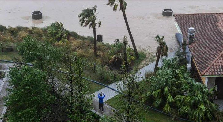 الإعصار زيتا يبدأ باجتياح الولايات المتّحدة