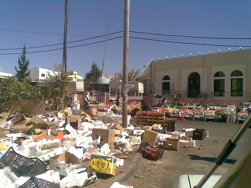 العقبة : مئات الوافدين يزرعون أرصفتها بالبسطات والفوضى .. صور
