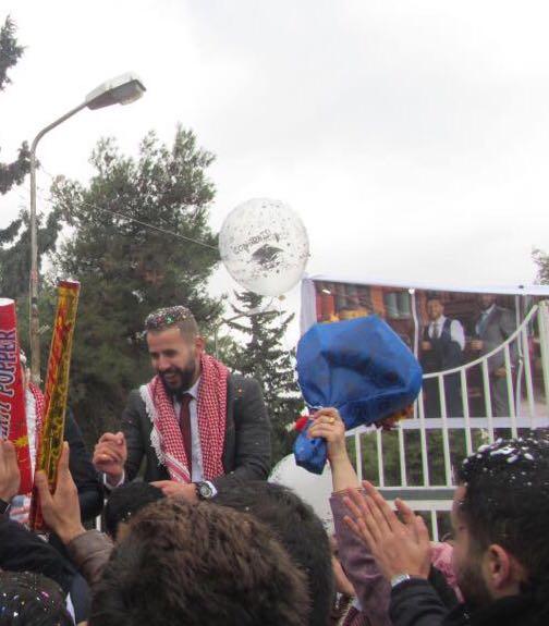 يتقدم عصام العمري وسناء العمري  والأخوان ابراهيم ومصطفى العمري يهنئون ابنهم المهندس طه عصام العمري