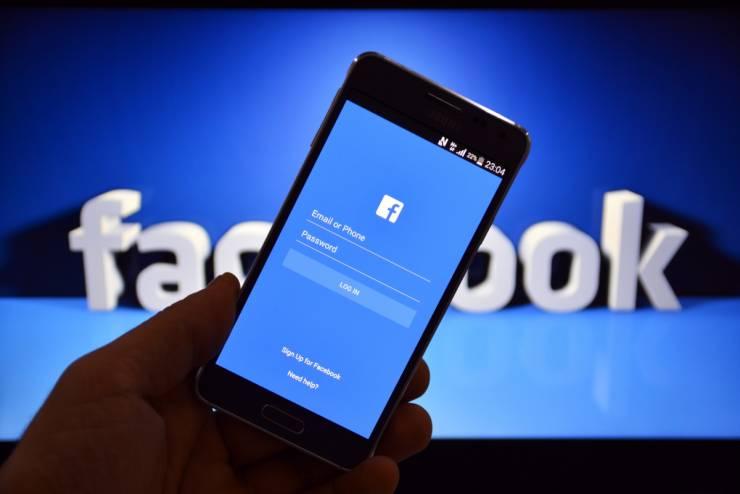 'فيسبوك' استعانت بشركة اسرائيلية لتعقب مستخدميها