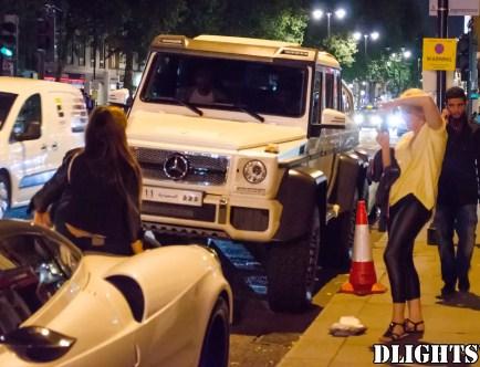 بالفيديو  ..  شاهد ماذا فعل ثري سعودي بفتاة جلست على سيارته لإلتقاط صورة