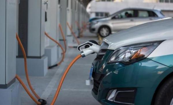 أهم النصائح لكسر الملل عند إعادة شحن سيارتك الكهربائية