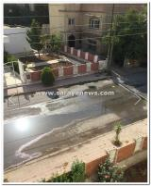 بالصور :  أهالي منطقة مرج الحمام يعانون من فيضانات الصرف الصحي