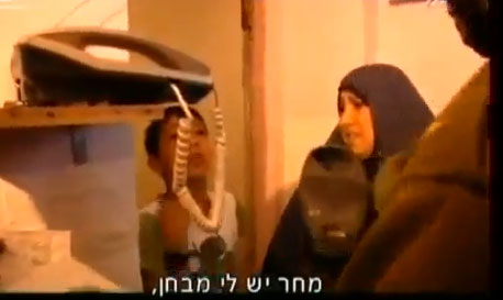 """بالفيديو  ..  فلسطينى لجندى إسرائيلى """"لا تعتقلني اليوم لدي إمتحان .. أعتقلني غداً"""""""