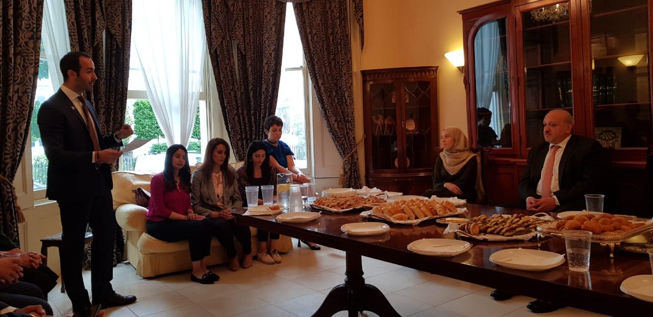 لقاء ايجابي ومثمر جمع طاقم السفارة الاردنية في لندن بطلاب اردنيين انهوا دراساتهم العليا