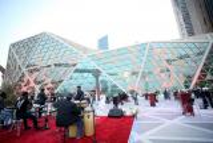بالصور ..  افتتاح أول صالة سينما في السعودية