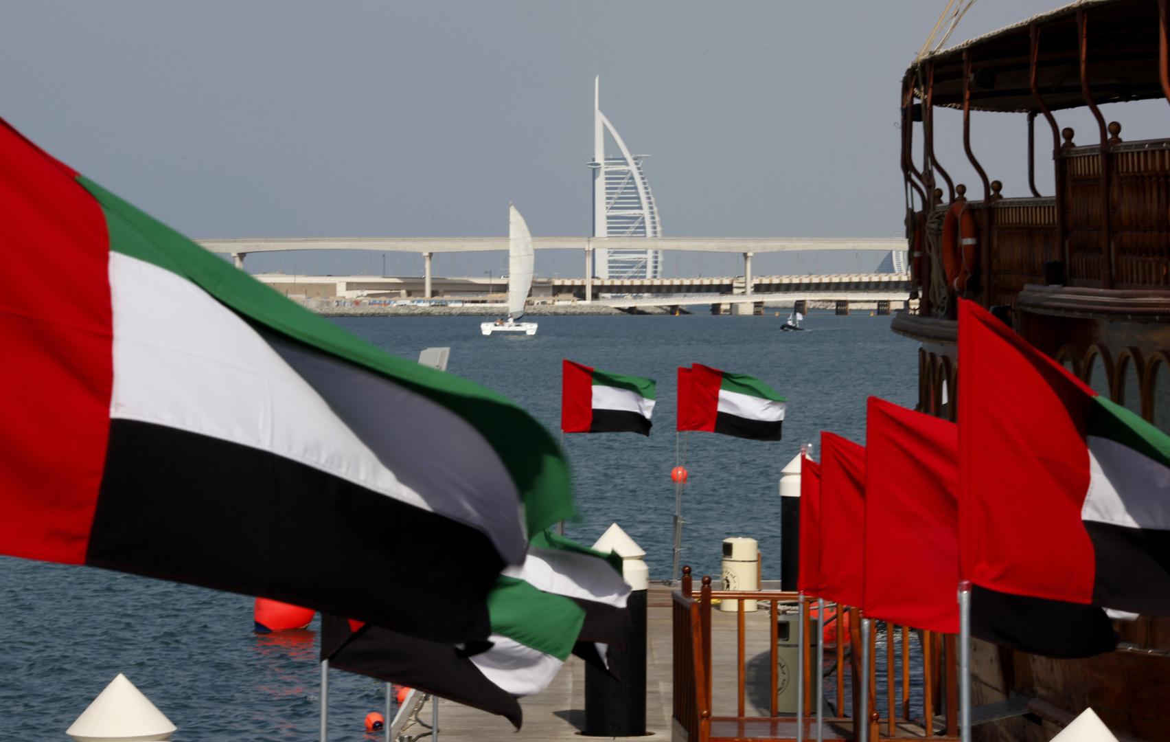 الإمارات ..  إتاحة 5 أنواع من تأشيرات الإقامة الطويلة دون كفيل