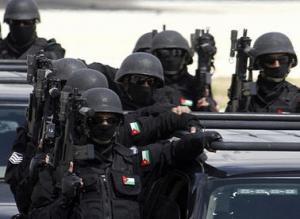 البادية الوسطى : مداهمة أمنية تقود للقبض على مطلوب خطير بسرقة المركبات