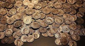 الأمن يعيد مسكوكات نقدية سرقت من عالم آثار عراقيّ تقدر بآلاف الدنانير في الكرك