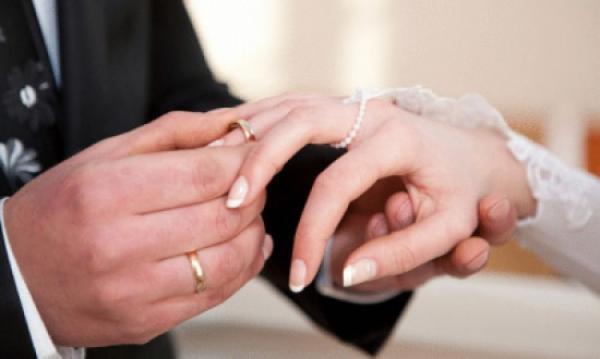 قاضي القضاة يعمم على المحاكم بإجراء عقود الزواج في المنازل