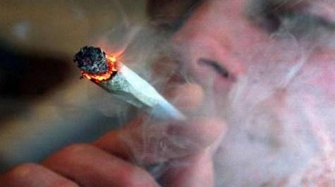 الطفيلة : ضبط خمسة اشخاص من بينهم طلاب جامعيون يتعاطون المخدرات