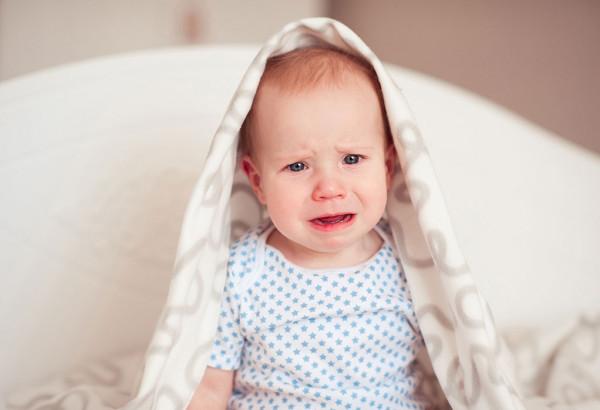 متى يبدأ طفلك بذرف الدموع بالفعل ؟