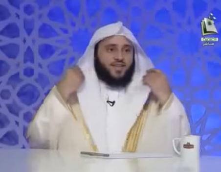 ما حكم من ابتسم أو ضحك في الصلاة؟
