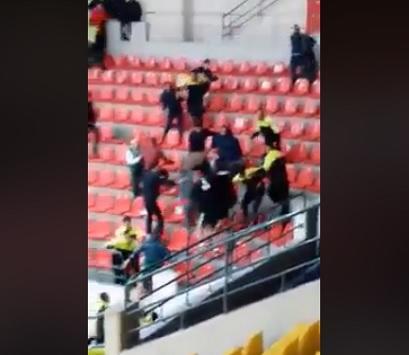 اشتباك بين لاعبي الأهلي و جمهور الوحدات عقب مباراة الوحدات و الأرثوذكسي