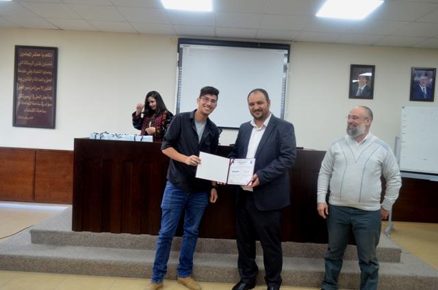 كلية تقنية المعلومات في جامعة عمان الأهلية تكرم طلبتها المتفوقين
