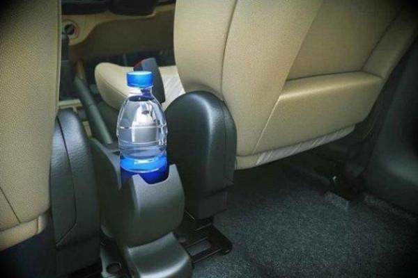 مع ارتفاع درجات الحرارة ..  تجنب ترك هذه الأشياء في السيارة