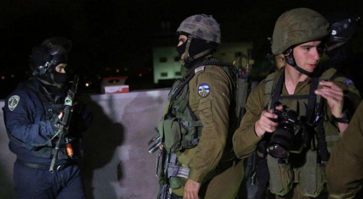 الاحتلال يشن سلسلة اعتقالات لأقرباء الأسرى الستة الفارين من سجن جلبوع