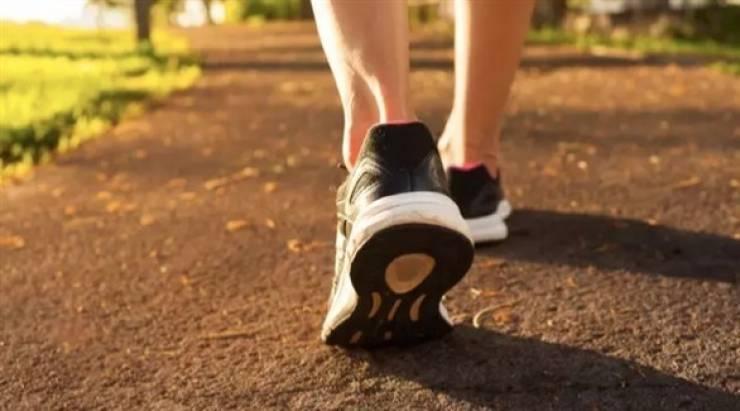 ما هو أفضل توقيت لممارسة المشي لإنقاص وزنك؟