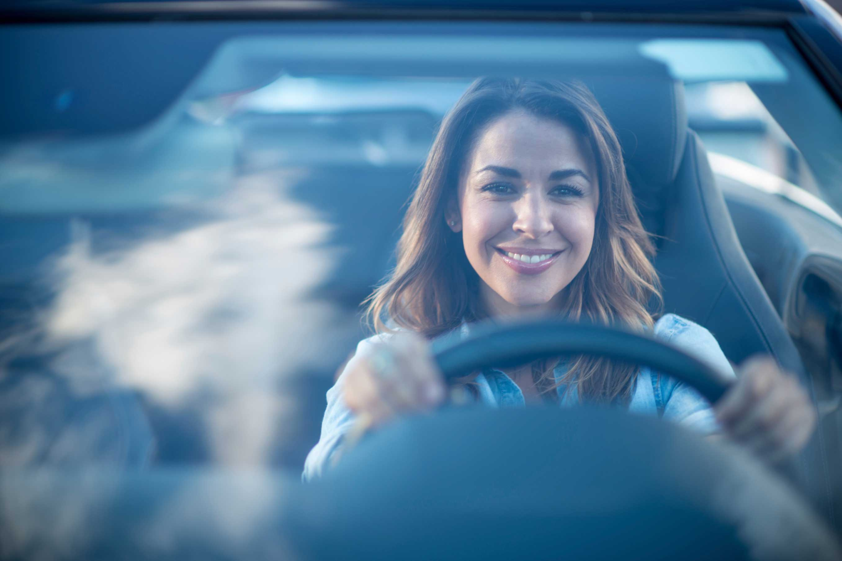أرقام  ..  النساء أفضل من الرجال في قيادة السيارات