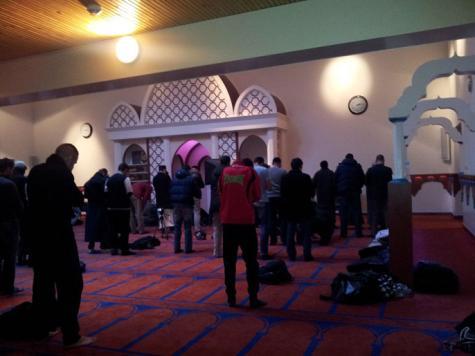 المؤذنون وخادموا المساجد يطالبون بشملهم بنقابة الأئمة