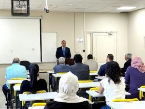 """عميد البحث العلمي في عمان الاهلية يلتقي أساتذة """"العمارة والتصميم """""""