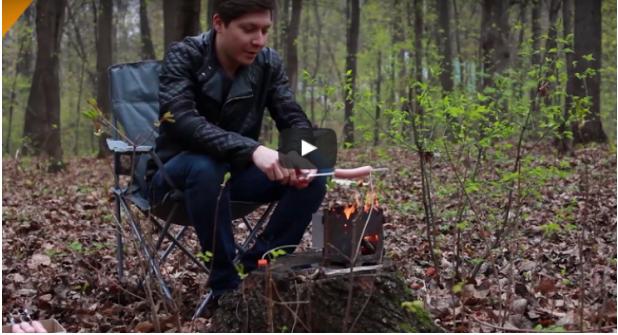 روسي يخترع طريقة لشحن الهاتف على الحطب ..فيديو
