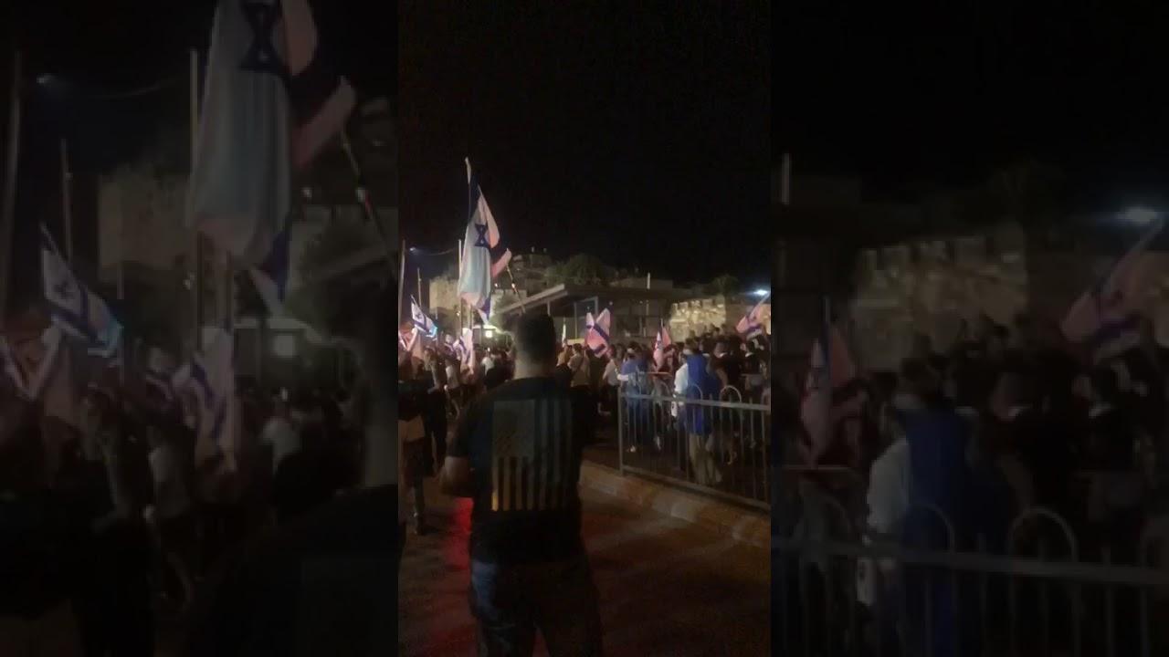 بالفيديو  ..  مسيرة للمستوطنين بباب العامود واستفزازات عشية الأضحى بالقدس