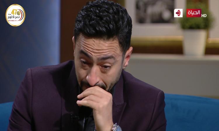 فيديو  ..  حمادة هلال ينهار عند مشاهدته صورة أمه: أخفيت عنها إصابتها بالسرطان