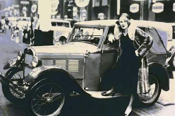 تعرف على أول سيارة في العالم من شركة بي إم دبليو الألمانية