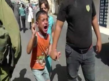بالفيديو .. الاحتلال يعتقل طفل فلسطيني عمره 5 أعوام